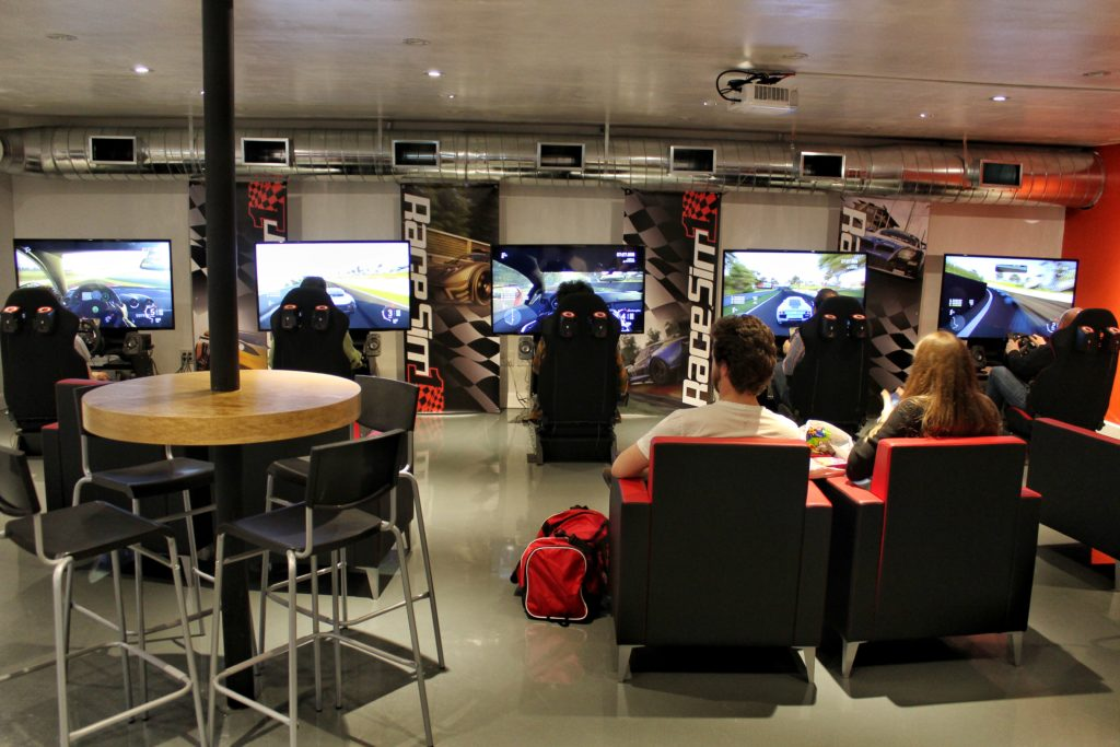 RaceSim1 Sim Racing Arcade Centre w Clayton, Nick, Nick, Matthew, Alex - May 07, 2017